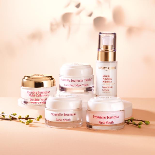 La gamme de produits de soin Longévité pour le visage et les yeux